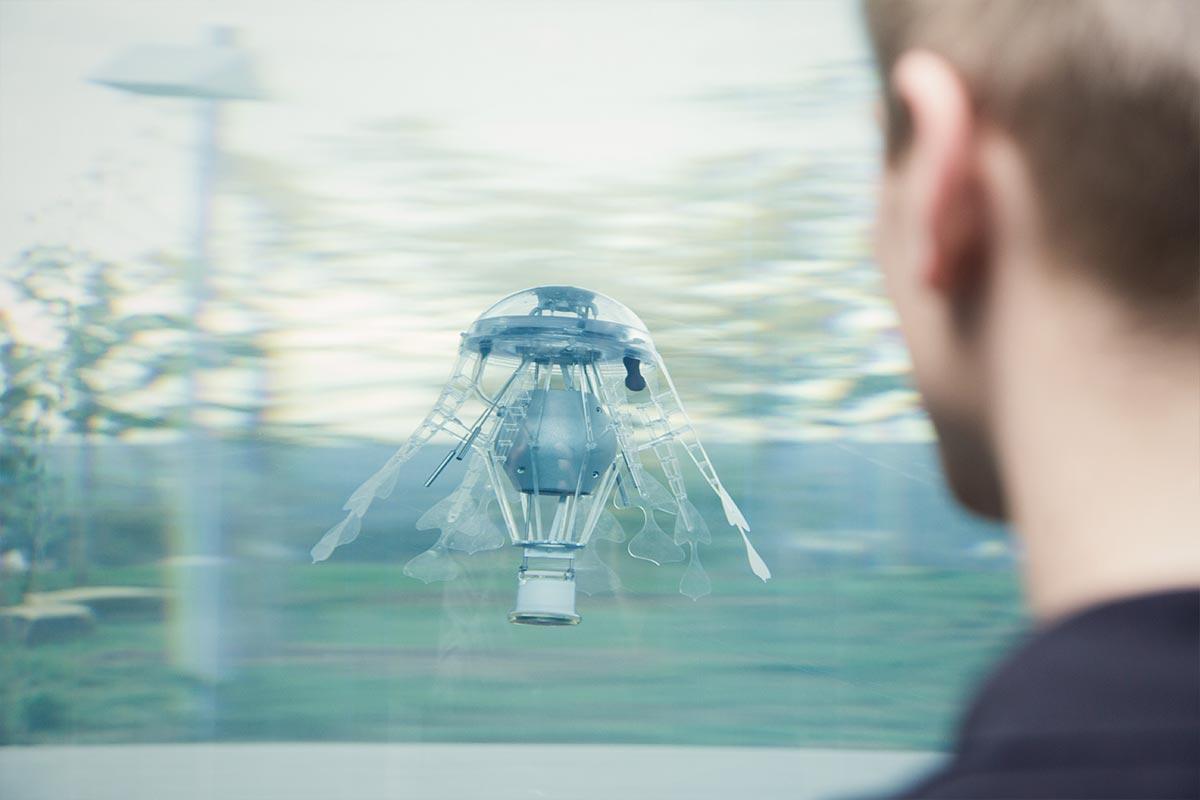 """Sehen aus wie eine Mischung aus Heißluftballon und Qualle. Die """"AquaJellies"""" sind mit intelligenter Technik ausgestattet"""